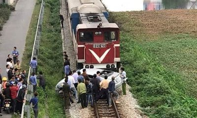 Tin tai nạn giao thông mới nhất ngày 14/3/2019: Tàu hỏa đâm nát ô tô ở Hải Dương, 2 người chết