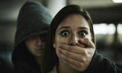 Người phụ nữ tay không bắt gọn cướp cầm dao giữa đêm khuya