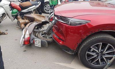 Hiện trường vụ nữ tài xế lái Mazda CX5 đâm hàng loạt xe máy ở Hà Nội