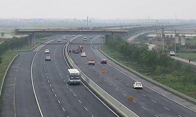 Video: Ô tô con lao ngược chiều trên đường cao tốc gây tai nạn liên hoàn