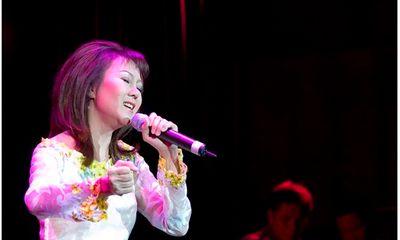 Tạm ngưng ca hát nhiều năm, danh ca Thái Hiền bất ngờ tái xuất trong đêm nhạc ở Hà Nội