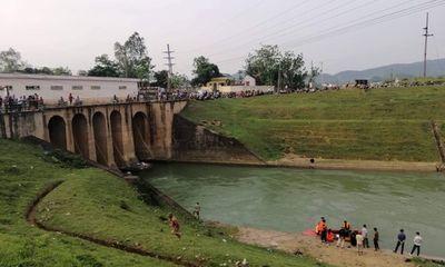 Đóng cống Mụ Bà, ngăn dòng nước để tìm thi thể cô gái nhảy sông tự tử
