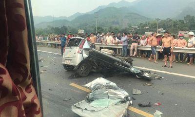 Ô tô con nát vụn sau tai nạn kinh hoàng với xe tải, tài xế tử vong