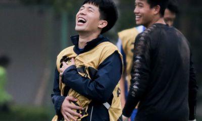 Video: Trần Đình Trọng cười khoái chí sau pha bóng xâu kim thủ môn Hà Nội FC