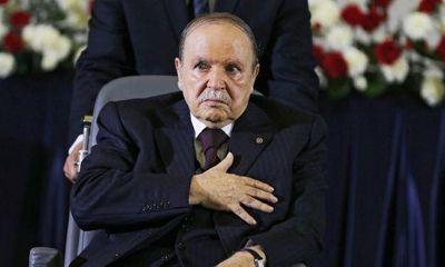 Tổng thống Algeria bất ngờ từ chức sau 2 thập kỷ cầm quyền