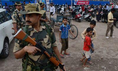 Ấn Độ: Đánh bom nhằm vào đoàn xe vận động bầu cử, 5 người thiệt mạng