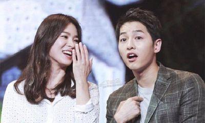 Song Hye Kyo tự gắn tên chồng lên túi xách để thể hiện tình yêu
