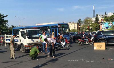 Tin tai nạn giao thông mới nhất ngày 14/4/2019: Người phụ nữ bán vé số bị xe khách cán tử vong