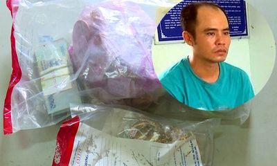 Nam thanh niên giả gái mang kích điện xông vào tiệm vàng, cướp 500 triệu đồng