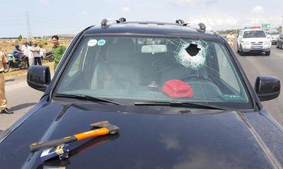 Tài xế Ford Ranger dùng rìu chém dân, ép ngã 2 CSGT ở Bà Rịa Vũng Tàu