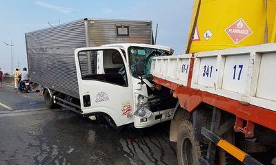 Ôtô tải tông thẳng đuôi xe cẩu: 2 tài xế tử vong, phụ xe bị húc bay qua dải phân cách