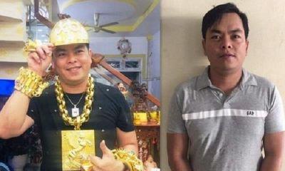 Khởi tố, tạm giam đại gia đeo vàng giả Phúc XO vì tổ chức sử dụng ma túy