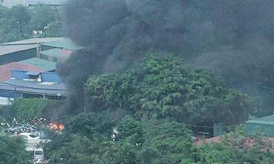 Hà Nội: Bãi giữ xe vi phạm bất ngờ bốc cháy, hàng chục xe máy bị thiêu rụi