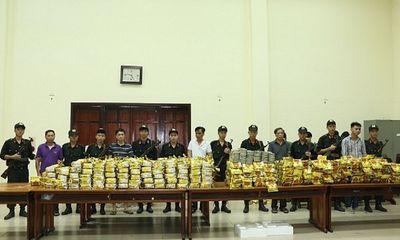 Tạm giữ hình sự 2 đối tượng trong vụ bắt 640kg ma túy đá và 100 bánh heroin