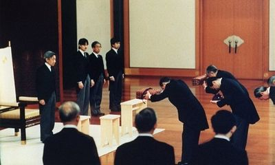 Những hình ảnh ghi dấu cuộc đời Nhật hoàng Akihito - vị hoàng đế của những điều đầu tiên