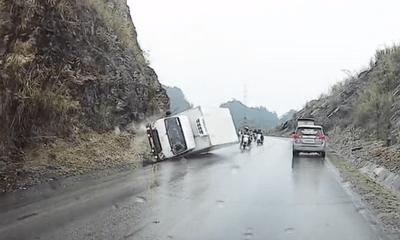 Video: Thót tim pha xe tải ôm cua đâm vào núi, xe thoát nạn trong gang tấc