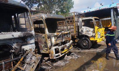 Long An: Xác định nguyên nhân vụ cháy vựa phế liệu gần cây xăng khiến 3 xe tải cháy rụi