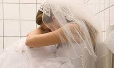 Cô gái đau đớn khi đêm tân hôn chồng vào viện chăm tình cũ