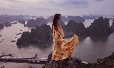 """Cháu gái tỷ phú giàu nhất nước Anh đợi 3 lần để chụp ảnh """"sống ảo"""" trên núi Bài Thơ"""