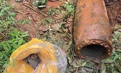 Liều lĩnh cưa bom 3 tạ lấy thuốc nổ, 2 người đàn ông ở Quảng Trị bị khởi tố