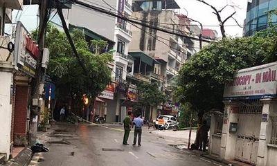 Công an vây bắt 3 con chó dữ thả rông, cả tuyến phố ở Hà Nội náo loạn