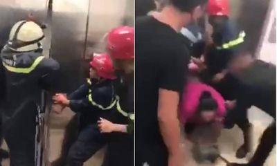 Video: Cảnh sát PCCC phá của thang máy cao ốc cao cấp, cứu 21 người mắc kẹt