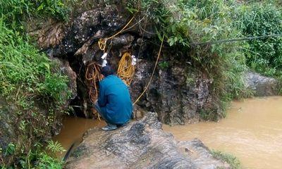 Hàng trăm người nỗ lực tìm kiếm nạn nhân mắc kẹt trong hang sâu ở Lào Cai