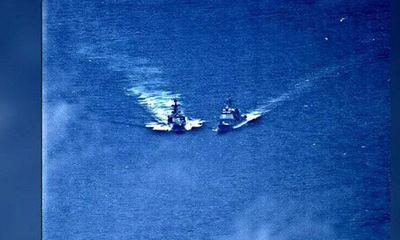 Video: Nghẹt thở khoảnh khắc tàu chiến hạm Nga, Mỹ suýt đâm nhau trên biển
