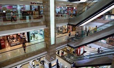 Hốt hoảng phát hiện cháu bé rơi từ tầng 2 trung tâm thương mại ở Hà Nội