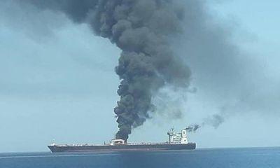 Hai tàu chở dầu bị tấn công bí ẩn trên vịnh Oman