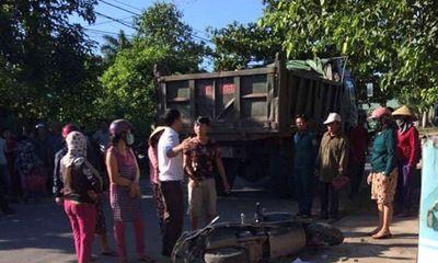 Quảng Trị: Chở con đi học, 3 mẹ con bị xe ben tông thương vong