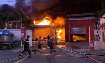 Long An: Cháy lớn, khói đen bốc lên ngùn ngụt tại công ty sản xuất vỏ cơm hộp, thiệt hại gần 30 tỉ đồng