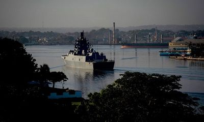 Tàu khu trục Nga đến