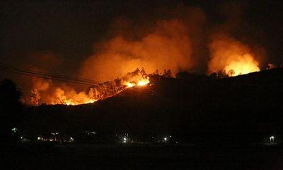 Tiếp tục cháy rừng tại Hà Tĩnh, hàng trăm người căng mình dập lửa