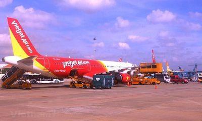 Máy bay đi nhầm vào đường lăn đang dừng khai thác
