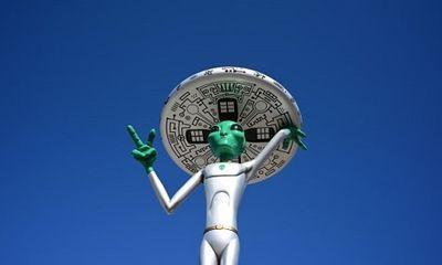 Tại sao hàng triệu người tin rằng chính phủ Mỹ che dấu người ngoài hành tinh ở Vùng 51?
