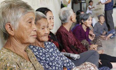 Việt Nam đối mặt tình trạng dân số già hóa nhanh nhất thế giới.