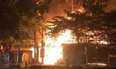 Thừa Thiên Huế: Xưởng gỗ cháy lớn giữa đêm khuya, thiêu rụi nhiều tài sản