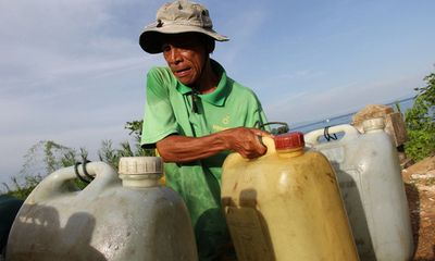 Hạn hán ở miền Trung kéo dài, ao hồ cạn trơ đáy, nước sinh hoạt thiếu trầm trọng