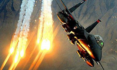 Mỹ sở hữu siêu tiêm kích mang bom chùm, có thể phá tan tàu tấn công của Iran?
