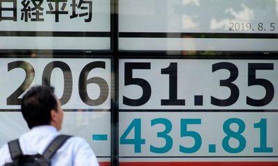 Thị trường chứng khoán toàn cầu tổn thất nghiêm trọng sau khi Mỹ tố Trung Quốc thao túng tiền tệ
