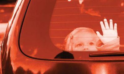 Chuyên gia hướng dẫn kỹ năng thoát hiểm cho trẻ khi ở một mình trên ô tô