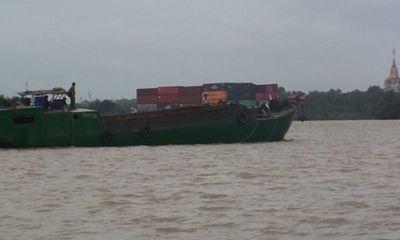 Công an nổ súng bắt gọn 4 thuyền khai thác cát trái phép
