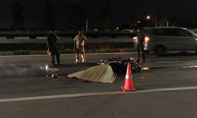 Xe máy tông mạnh vào đuôi ô tô bán tải, thiếu niên 17 tuổi tử vong thương tâm