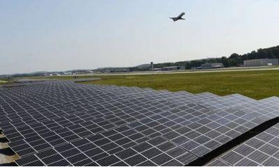 Cận cảnh sân bay đầu tiên sử dụng hoàn toàn điện mặt trời ở Mỹ