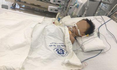 Bé trai 27 tháng tuổi nguy kịch nghi do uống thuốc hạ sốt paracetamol quá liều