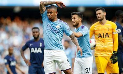 Cầu thủ lẫn HLV Man City nổi đóa vì bị VAR