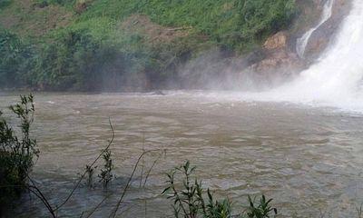 Tích cực tìm kiếm 3 thanh niên bị nước cuốn mất tích khi tắm thác ở Gia Lai