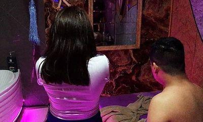 Bắt quả tang nữ nhân viên massage kích dục cho khách tại TP.HCM