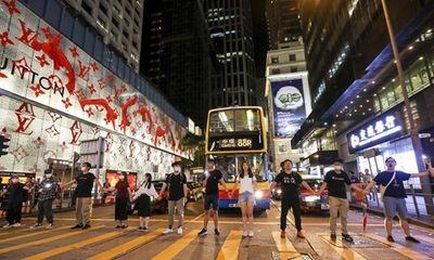 Người dân Hong Kong tiếp tục biểu tình, tạo thành con đường dài 60 km